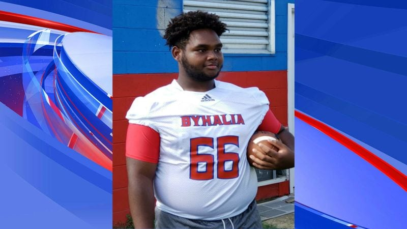 Mid-South high school football player suffers cardiac arrest during game, then dies